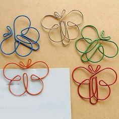Butterfly shaped paper clips look quite fun,cute,beatiful,unique and awesome Butterfly Paper Clips, Butterfly Shape, Paperclip Crafts, Wire Crafts, Wire Jewelry, Handmade Jewelry, Jewlery, Wire Bookmarks, Wire Jig