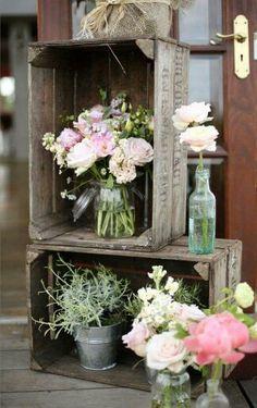 Crates for flowers / caisses en bois pour exposer plantes et fleurs