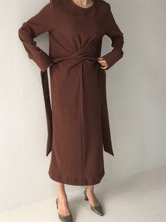 Fashion Pure Colour Across Bandage Slit Casual Dresses – Kleidung Abaya Fashion, Muslim Fashion, Modest Fashion, Fashion Dresses, Fashion Vestidos, Casual Dress Outfits, Mode Hijab, Minimal Fashion, Mode Style