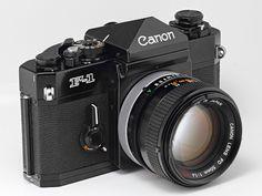 Canon film camera with FD Old Cameras, Vintage Cameras, Foto Canon, Camera Photos, Classic Camera, Camera Obscura, Photography Camera, Digital Photography, Camera Gear