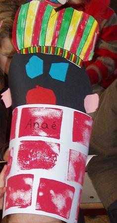 Zwarte Pietenmuts: Zwarte Piet piept uit de schoorsteen