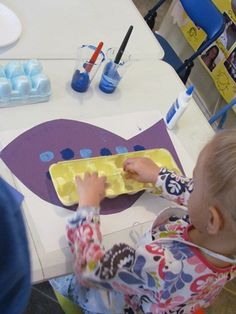 """Painting """"Bubbles"""" on Fish with Egg Cartons"""