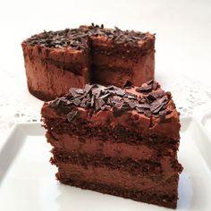 Diese unglaubliche Schoko-Capuccino-Torte enthält sowenige Kohlenhydrate, dass sie sogar ketotauglich ist! Probiert es aus - ihr werdet begeistert sein!