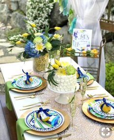 Enjoy outdoor eating using these colorful Melamine Plates. Dishwashersafe. plateshoppe#dinnerware #tablescape #tablesetup #outdooreating