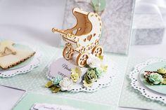 Z wózeczkiem na chrzest – Pudełka dla dzieci - kolor: pistacjowy, biały, szary, wymiary: 10*10*10cm – Artillo