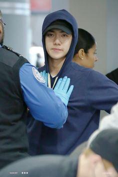 """""""vai me fazer parar msm? ja falei q n sei como o vivi foi parar na mala do Kyungsoo hyung"""""""