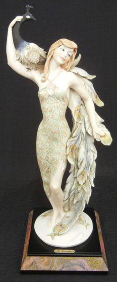 Giuseppe Armani figurine, Lady with Peacock, mounted on : Lot 3