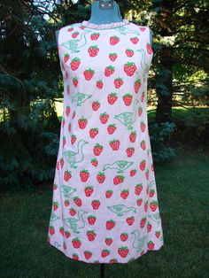 Vintage Vested Gentress pink  dress 70's strawberry duck novelty fabric size 8 #TheVestedGentress