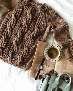 Доброе субботнее! На фото свитер с рукавом-реглан в новом цвете- «кофе с молоком» ☕️ До конца недели вы можете заказать эту модель в любом цвете с 20% скидкой .... На фото свитер с рукавом-реглан арт. #SLD0689 . 50/50 мериносовая шерсть/акрил, сертификация wool blend 7900₽
