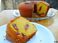 Bolo de Fubá com Goiaba. Clique no Pin e Veja a Receita! Baking Recipes, Cake Recipes, Dessert Recipes, Other Recipes, Sweet Recipes, Portuguese Desserts, Cake Boss, Foods With Gluten, Cupcake Cakes