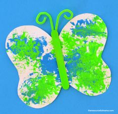 Loofah sponge painted butterfly craft for kids. Great spring or summer craft for kids. K Crafts, Daycare Crafts, Classroom Crafts, March Crafts, Easy Crafts, Butterfly Template, Leaf Template, Printable Butterfly, Owl Templates