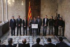 Els fets que han canviat un país - vilaweb.cat, 12.12.2014. En un sol any, Catalunya ha viscut esdeveniments d'una gran transcendència, que han portat els ciutadans a ser a la porta de decidir sobre la independència. Hi ha una imatge que romandrà marcada en la memòria del procés: El 12 de desembre de 2013, avui fa un any, el president Artur Mas va comparèixer acompanyat dels màxims dirigents de CiU, ERC, ICV-EUiA i la CUP per anunciar l'acord sobre la data i la pregunta del referèndum.