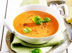 Our popular recipe for tomato-zucchini cream soup and more than other free recipes on LECKER. Our popular recipe for tomato-zucchini cream soup and more than other free recipes on LECKER. Sopa Detox, Detox Soup, Vegetarian Breakfast, Vegetarian Recipes, Cream Soup Recipes, Vegan Soup, Detox Recipes, Popular Recipes, Free Recipes