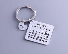 Calendario personalizado llavero  mano con calendario  día