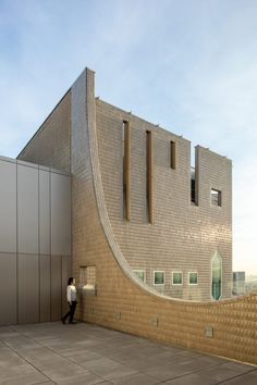 Gio Ponti's towering Denver Art Museum gets updated and expanded. School Exhibition, Exhibition Building, Museum Architecture, Historical Architecture, Design Museum, Art Museum, Importance Of Art, Glass Curtain Wall, Glass Facades