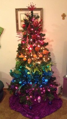 Ombre Christmas Tree - all the colours of the rainbow Decorate Christmas Tree Like A Pro, Purple Christmas Tree Decorations, Rainbow Christmas Tree, Colorful Christmas Tree, Holiday Tree, Christmas Love, Beautiful Christmas, Christmas Holidays, Christmas Crafts