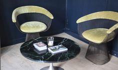Fauteuil Platner, table en marbre Tulipe, Studio de la marque Roseanna, sur The Socialite Family