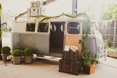 Kombi na decoração de casamento vintage - Foto Marina Lomar