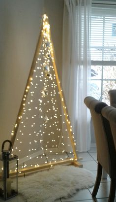 Best 11 Fresh and rustic wood projects for your kitchen, – SkillOfKing. Creative Christmas Trees, Diy Christmas Tree, Homemade Christmas, Christmas Lights, Christmas Holidays, Diy Christmas Videos, Alternative Christmas Tree, Creation Deco, Diy Weihnachten