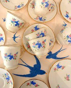 Blue Bird Vintage Tea Set & Mantel bordado