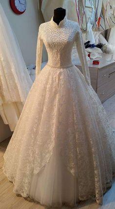 New bridal shop design neckline Ideas Modest Wedding Gowns, Muslim Wedding Dresses, Bridal Dresses, Trendy Dresses, Cute Dresses, Beautiful Dresses, Pakistani Bridal, Dream Dress, Marie