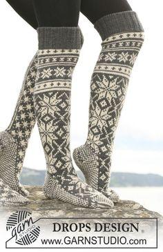 Chaussettes DROPS en jacquard avec flocons en Karisma. À tricoter également en Merino Extrafine. ~ DROPS Design