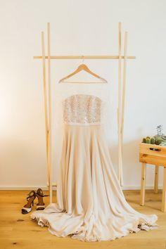 Standesamtliche Hochzeit in Hamburg-Altona von Alina Drobner Photography Dress: Berrit / Ulrike Schneider