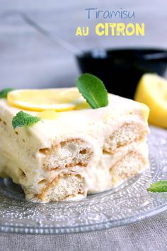 Ingredients for a tiramisu of 10 people: 5 eggs 500 g of mascarpone Galbani 90 g + 30 g of powdered sugar The zest of 2 lemons 28 biscuits in the spoon (or boudoirs) For the syrup: 10 cl of Limoncello Lemon Desserts, Lemon Recipes, Easy Desserts, Lemon Tiramisu, Tiramisu Dessert, Quick Dessert Recipes, Easy Cake Recipes, Desserts With Biscuits, Scones Ingredients