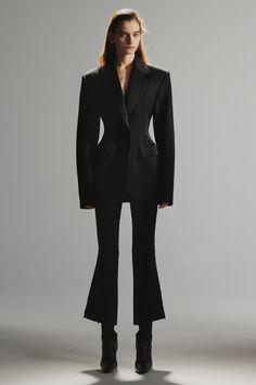 Mugler Pre-Fall 2019 Fashion Show Mugler Pre-Fall 2019 Collection - Vogue Mode Outfits, Fashion Outfits, Womens Fashion, Fashion Trends, Structured Fashion, All Black Outfit, Fashion Show Collection, Couture Collection, Mode Style
