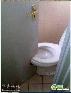中国旅行に行った際。特に都心ではなく郊外に行った際。「そりゃないだろ!」と思うのがトイレである。中国の公衆トイレは、日本人の感覚では「そりゃないだろ!」と思う …