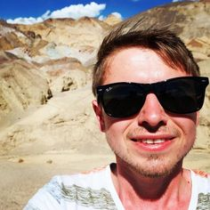 ‪Selfie with the coloured rocks at the Artist's Palette 🎨‬ ‪📍 Death Valley‬ ‪https://youtu.be/jDutanKw8Qk‬  ‪#travel #blog #roadtrip #vacation #holiday‬