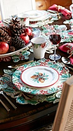 Handpainted cranberry and pine stem motifs frame our Woodland Serveware. Inspired by nature, this earthenware assortment captures the beauty of a winter wonderland.