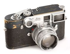 Leica, M2 grey, In 1960 twenty M2 grey painted cameras were delivered to the US Air Force in Germany, the offered camera no.1005767 is in 100% original and working condition, with nice patina, only approx.10 cameras are believed to exist, first time to be sold in public auction, with matching Close-focus Summicron 2/50mm no.