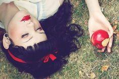 snow white | Meninas branquinhas de cabelo escuro: Branca de Neve
