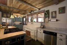HUGE old fashioned kitchen with all new appliances and 6 burner stove.