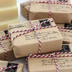 Emballage cadeau style colis postal, ficelle tricolore, DYI, kraft