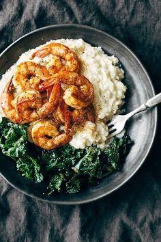 Spicy shrimp with cauliflower mash & garlic kale bowl healthy seafood recipes, shrimp dinner Seafood Dishes, Seafood Recipes, Paleo Recipes, Dinner Recipes, Cooking Recipes, Dinner Ideas, Clean Recipes, Lunch Ideas, Chicken Recipes