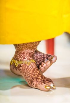 Beautiful mehendi! Photo by Siddharth Wedding And Event Photography, Mumbai #weddingnet #wedding #india #indian #indianwedding #weddingdresses #mehendi #ceremony #realwedding #lehenga #lehengacholi #choli #lehengawedding #lehengasaree #saree #bridalsaree #weddingsaree #photoshoot #photoset #photographer #photography #inspiration #planner #organisation #details #sweet #cute #gorgeous #fabulous #henna #mehndi