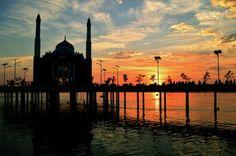 Suryono: panorama sunset di anjungan pantai losari makassar