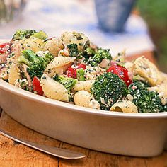 Broccoli, Cherry Tomato, and Pasta Salad    Fresh herbs and homemade dressing turn this simple veggie pasta salad into an Italian masterpiece. Plus you'll get 18 grams of protein and more than 25% of your daily dose of fiber. Tomato Pasta Salad, Cherry Tomato Pasta, Pasta Salad Recipes, Cherry Tomatoes, Noodle Recipes, Veggie Pasta, Tuna Salad, No Calorie Foods, Low Calorie Recipes