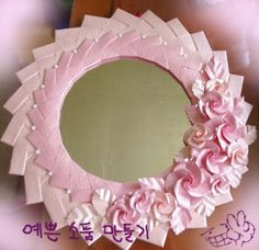 ORIGAMI ROSES AND PAPER STRIPS TO MAKE MIRROR FRAME DIY: ANOTHER DIE ALTERNATIVE FLOWER TUTORIAL (400x388, 43Kb) Master class from Astoria.