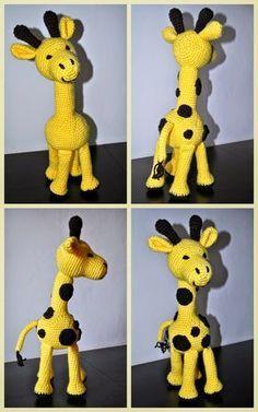 Můj první vlastní návod na háčkovanou hračku - žirafu, kterou si náš Toník letos rozbalí pod stromečkem o svých prvních Vánocích. Ani se mi... Crochet Animals, Crochet Toys, Pet Toys, Baby Toys, Eco Friendly Toys, Handmade Toys, Plushies, Tweety, Dinosaur Stuffed Animal