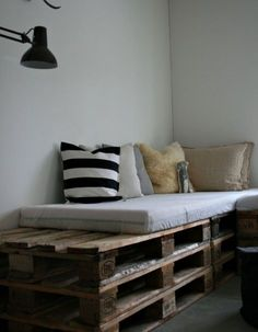 Daybed- 20 Great DIY Furniture Ideas with Wood Pallets
