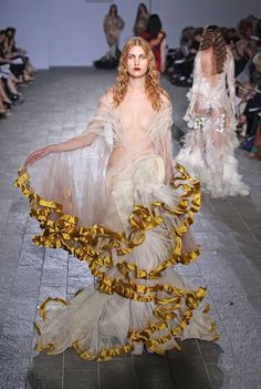 Oliver Ward, at the Central Saint Martins fashion show - love the trim and jellyfishness of this - cotemporary Couture Mode, Couture Fashion, Runway Fashion, Fashion Art, High Fashion, Fashion Show, Fashion Design, Gold Fashion, Latest Fashion