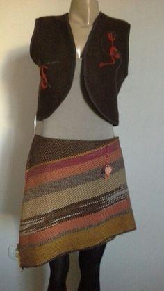 Falda y chaleco tejidos en telar