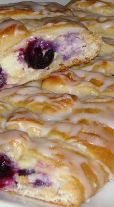 Blueberry Cream Cheese Coffee Cake-but with strawberries Pastry Recipes, Dessert Recipes, Cooking Recipes, Cake Recipes, What's For Breakfast, Breakfast Dishes, Cream Cheese Coffee Cake, Cream Cheese Danish, Blueberry Cream Cheese Pie