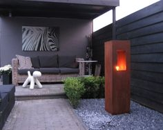 Materials in dark colors such as grey, anthracite and black create a great backbone for a calm seating area