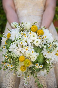 Natural Loose Desert-Inspired Green and Yellow Bouquet Daisy Bouquet Wedding, Bridal Bouquet Fall, Yellow Wedding Flowers, Bridal Flowers, Bridal Bouquets, Daisies Bouquet, Yellow White Wedding, Blush Bridal, Flower Bouquets