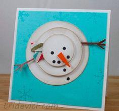 """Самая новогодняя открытка - это открытка со снеговиком! Чтобы сделать креативную новогоднюю открытку, много усилий прикладывать не придётся. К примеру, вот такая открытка займёт у вас всего минут 10-15. Вам понадобится лист цветного картона, шило или цыганская игла, мулине для вышивания, игла для вышивания.  Нанесите иглой рисунок будущего снеговика, прокалывая в нужных местах отверстия.  Вышейте простыми стежками по контуру.   Глазки и пуговки вышиваются в технике """"французский узелок&..."""