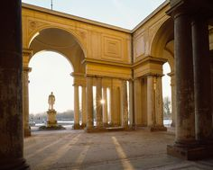 Potsdam, Park Sanssouci, Orangery, view from the pool to the middle section, Photo: Gerhard Murza (c) SPSG